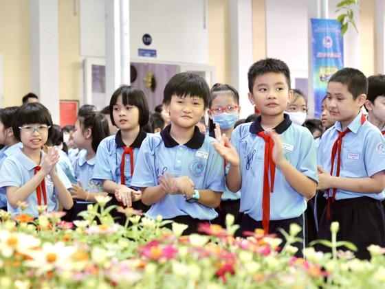 """Trường tiểu học """"100 năm tuổi"""" đón nhận Huân chương Lao động hạng nhất ảnh 1"""