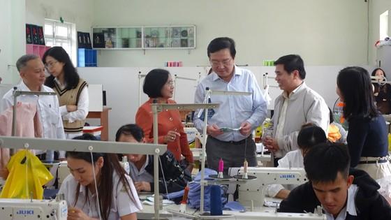Ngành giáo dục TPHCM hỗ trợ 100 triệu đồng cho Trung tâm nuôi dạy trẻ khuyết tật Võ Hồng Sơn ảnh 1