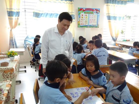 Thứ trưởng Bộ GD-ĐT Nguyễn Hữu Độ khảo sát tình hình triển khai chương trình giáo dục phổ thông mới tại TPHCM ảnh 1
