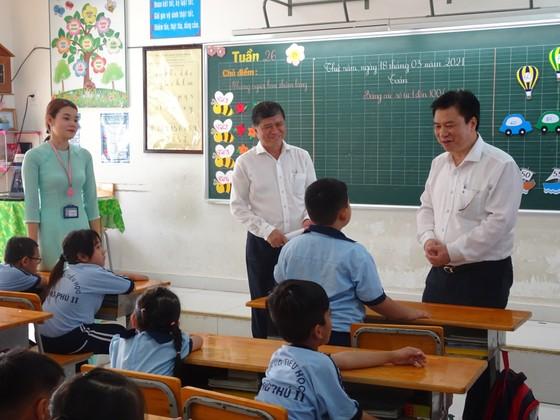 Thứ trưởng Bộ GD-ĐT Nguyễn Hữu Độ khảo sát tình hình triển khai chương trình giáo dục phổ thông mới tại TPHCM ảnh 2