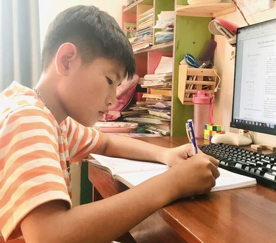TPHCM: Hiệu trưởng quyết định hình thức học tập trực tuyến hay trực tiếp đối với học sinh khối 9 và 12 ảnh 1