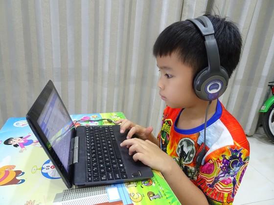 Đề xuất hỗ trợ thiết bị học tập trực tuyến cho hơn 72.000 học sinh TPHCM ảnh 1