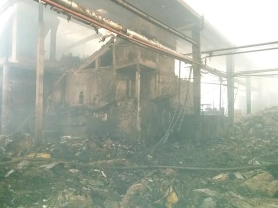 Cháy nhà máy giấy rộng 3000 m² ở Tiền Giang ảnh 1