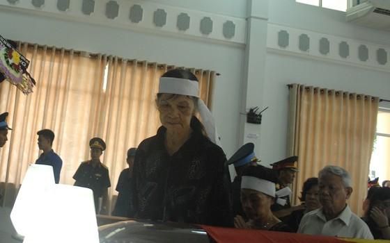 Tiễn đưa Anh hùng phi công Nguyễn Văn Bảy về đất mẹ ảnh 2