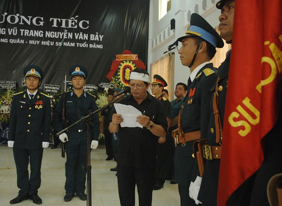 Tiễn đưa Anh hùng phi công Nguyễn Văn Bảy về đất mẹ ảnh 3