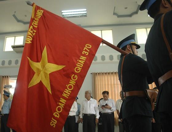 Tiễn đưa Anh hùng phi công Nguyễn Văn Bảy về đất mẹ ảnh 8
