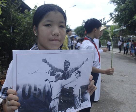 Tiễn đưa Anh hùng phi công Nguyễn Văn Bảy về đất mẹ ảnh 14