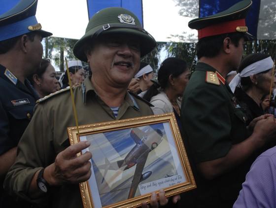 Tiễn đưa Anh hùng phi công Nguyễn Văn Bảy về đất mẹ ảnh 22