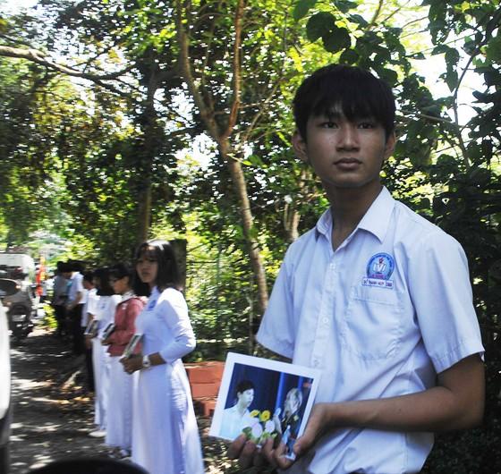 Tiễn đưa Anh hùng phi công Nguyễn Văn Bảy về đất mẹ ảnh 15