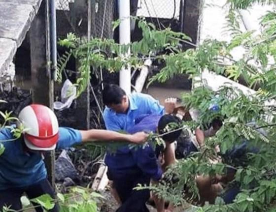Sửa máy bơm nước, 2 người chết, 3 người bị thương ảnh 1