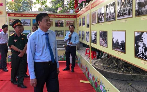 """Triển lãm """"Đảng Cộng sản Việt Nam – 90 mùa Xuân lịch sử"""" ảnh 1"""