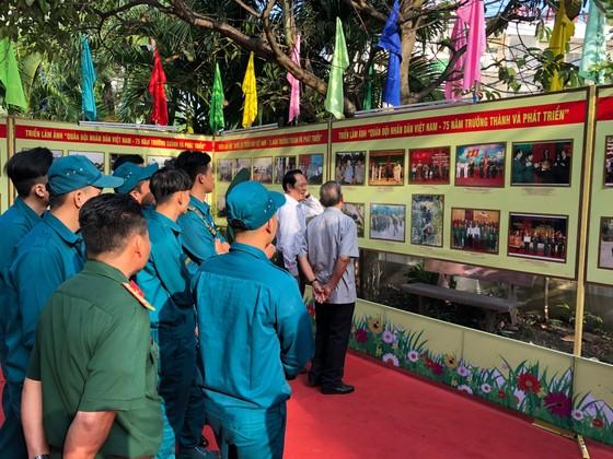 """Triển lãm """"Đảng Cộng sản Việt Nam – 90 mùa Xuân lịch sử"""" ảnh 2"""