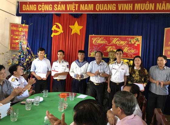 Đoàn công tác thăm và chúc tết cán bộ, chiến sĩ đảo Thổ Chu ảnh 2