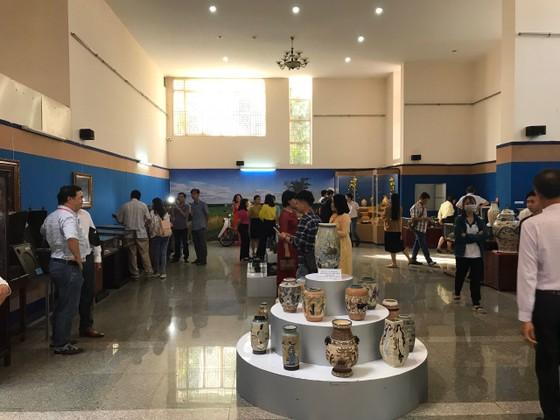 Trưng bày 800 hiện vật cổ quý giá thế kỷ 19, 20 ảnh 1