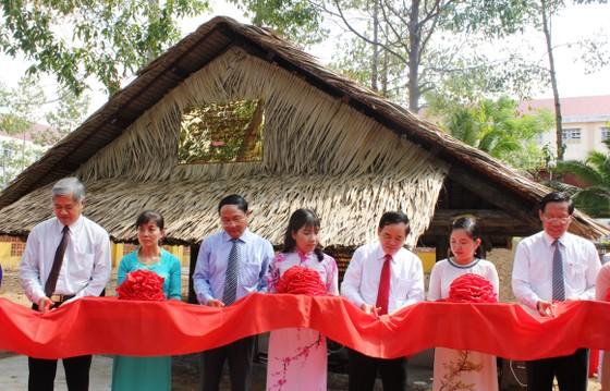 Khánh thành di tích Cây Da Đôi và phục chế nhà làm việc của nữ tướng Nguyễn Thị Định ảnh 1