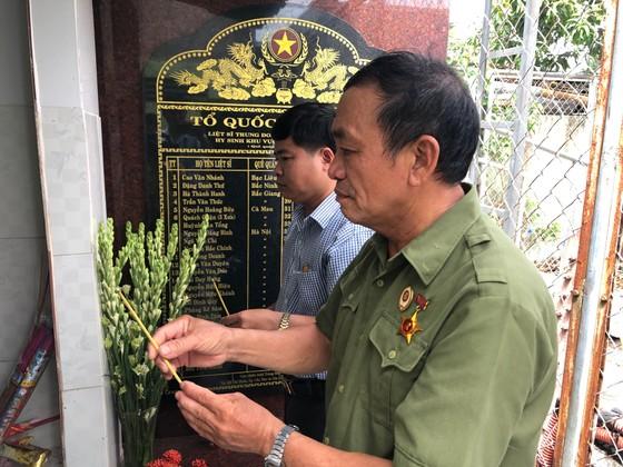 Khánh thành Bia tưởng niệm liệt sĩ Trung đoàn 1 hy sinh trong trận đánh chi khu Ba Càng ảnh 4
