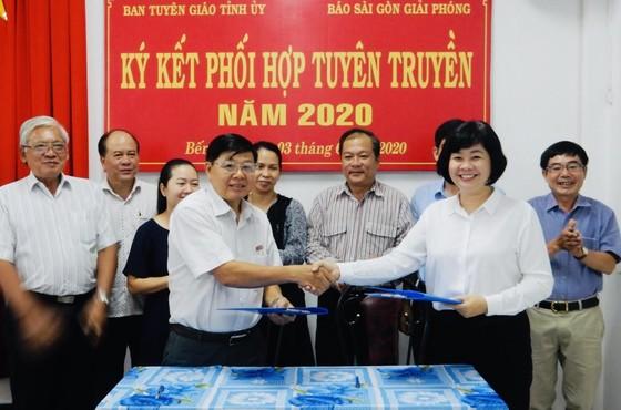 Báo Sài Gòn Giải Phóng và Tỉnh ủy Bến Tre ký kết hợp tác thông tin - truyền thông  ảnh 1