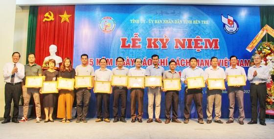 2 cán bộ, phóng viên Báo SGGP được Chủ tịch UBND tỉnh Bến Tre tặng bằng khen ảnh 1