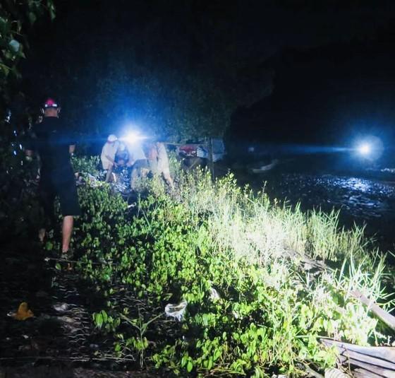 Tìm thấy 2 thi thể còn lại trong vụ chìm ghe trên sông Ba Lai ảnh 1