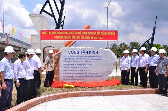 Bộ NN-PTNT bàn giao 3 cống kiểm sót mặn ngọt tiến tiến nhất Việt Nam ảnh 2