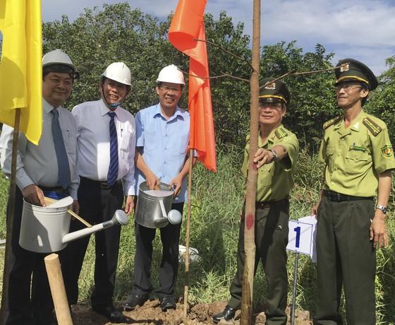Phó Thủ tướng Thường trực Chính phủ dự lễ phát động trồng 10 triệu cây xanh tại Bến Tre   ảnh 2