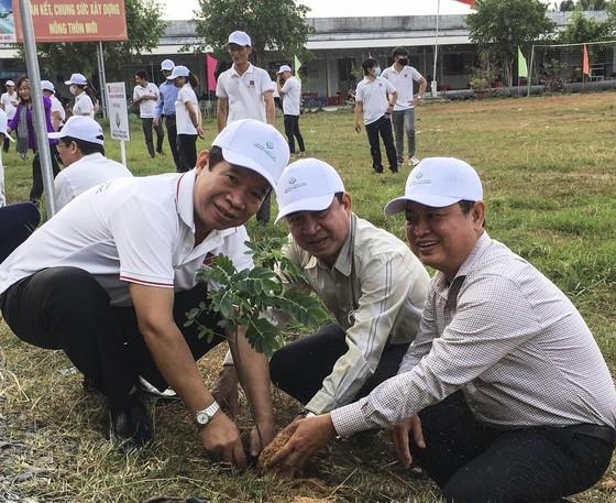 Agribank Bến Tre phát động trồng 6.000 cây điệp vàng ảnh 2