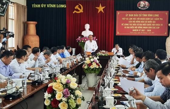 Phó Thủ tướng Thường trực Trương Hòa Bình kiểm tra công tác bầu cử tại Vĩnh Long ảnh 1