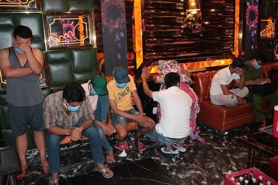 Nhiều đối tượng dương tính với ma túy tại quán karaoke ảnh 1