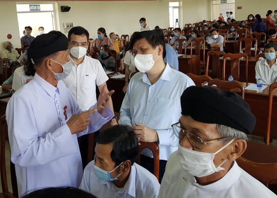 Bộ trưởng Bộ Y tế Nguyễn Thanh Long tiếp xúc cử tri tại Vĩnh Long ảnh 1
