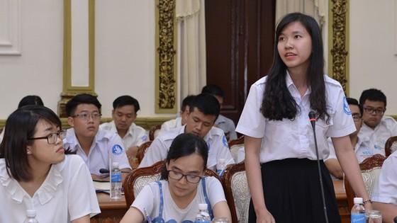 Lãnh đạo TPHCM gặp gỡ sinh viên tiêu biểu ảnh 2