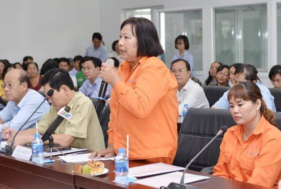 Lãnh đạo TPHCM lắng nghe tâm tư của nữ công nhân vệ sinh ảnh 4