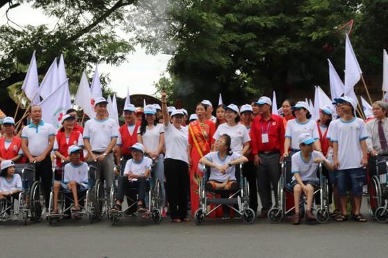 Hơn 5.000 người đi bộ Vì nạn nhân chất độc da cam ảnh 1