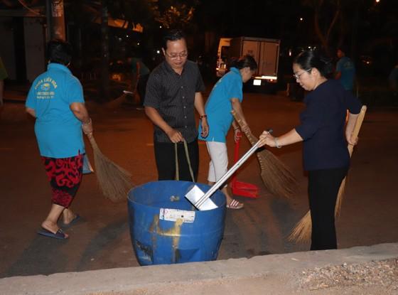Ra quân dọn vệ sinh trên địa bàn dân cư   ảnh 5