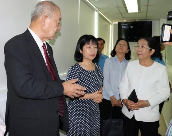 Lãnh đạo Thành ủy TPHCM thăm, chúc tết các đơn vị, doanh nghiệp, cá nhân trên địa bàn thành phố ảnh 1