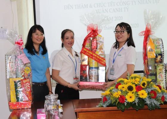 Lãnh đạo Thành ủy TPHCM thăm, chúc tết các đơn vị, doanh nghiệp, cá nhân trên địa bàn thành phố ảnh 2