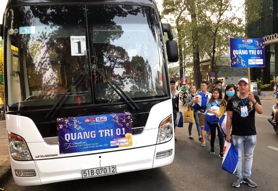 Chuyến xe sum vầy lăn bánh đưa thanh niên công nhân về quê đón tết ảnh 2