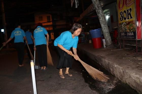 Lãnh đạo TPHCM cùng người dân, phật tử vệ sinh đường phố ngày cuối năm ảnh 6