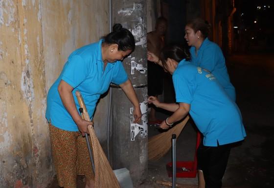 Lãnh đạo TPHCM cùng người dân, phật tử vệ sinh đường phố ngày cuối năm ảnh 3