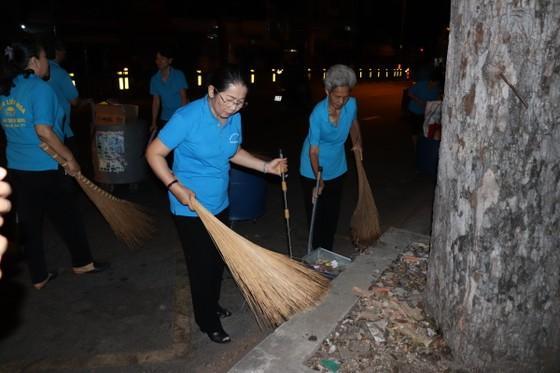 Lãnh đạo TPHCM cùng người dân, phật tử vệ sinh đường phố ngày cuối năm ảnh 5