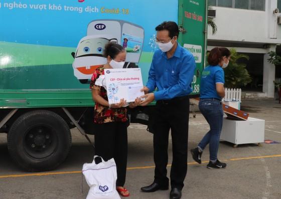 CEP trao quà cho hơn 625 lao động nghèo ảnh 1