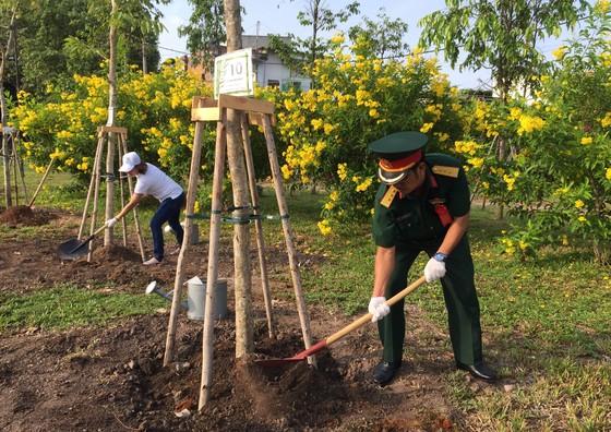 Quận 4 trồng hơn 1.200 cây xanh và tổng vệ sinh môi trường ảnh 4