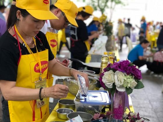 Sôi nổi hội thi nấu ăn 'Bữa ăn gia đình Việt' ảnh 2