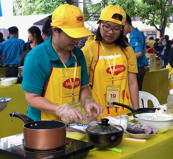 Sôi nổi hội thi nấu ăn 'Bữa ăn gia đình Việt' ảnh 4