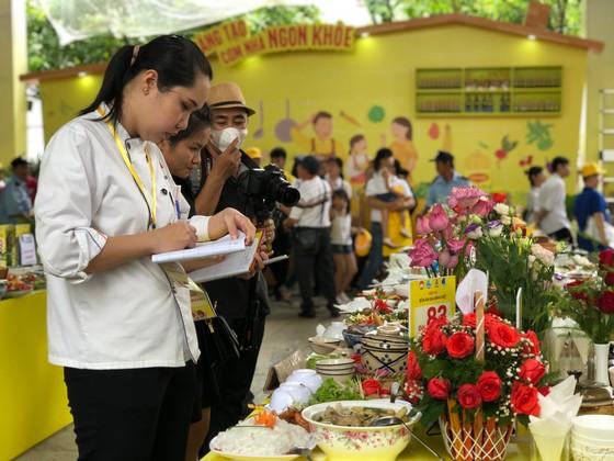 Sôi nổi hội thi nấu ăn 'Bữa ăn gia đình Việt' ảnh 3
