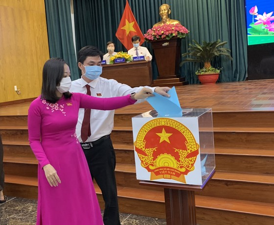 Đồng chí Nguyễn Đông Tùng được bầu làm Chủ tịch UBND quận Phú Nhuận   ảnh 2