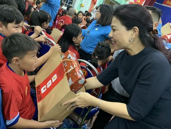 Mang trung thu đến trẻ em nghèo tỉnh Long An ảnh 1