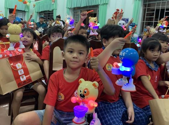 Mang trung thu đến trẻ em nghèo tỉnh Long An ảnh 2
