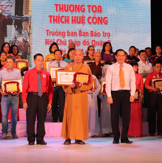 'Hoa việc thiện' giúp lan tỏa nghĩa tình của TPHCM ảnh 1