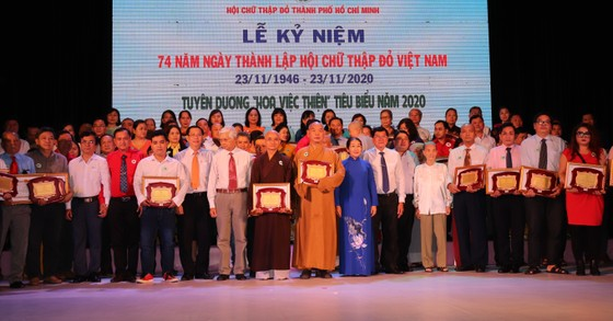 'Hoa việc thiện' giúp lan tỏa nghĩa tình của TPHCM ảnh 2