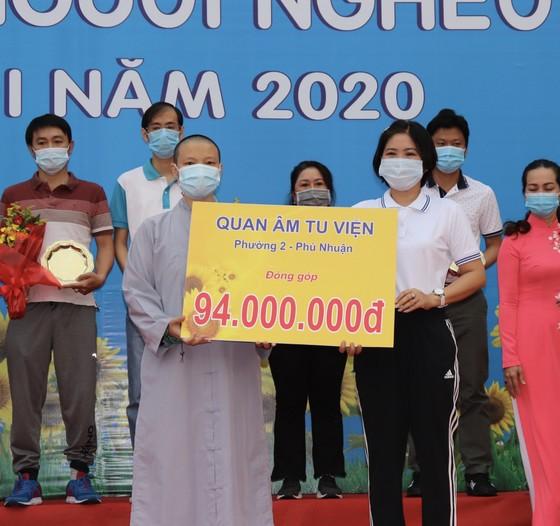 4.000 người đi bộ ủng hộ hơn 8,6 tỷ đồng chăm lo người nghèo ảnh 4